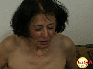 Cougar woman shows her fucking skills with a younger guy with huge dick